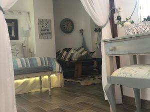 French Loge International Honeymoon Suite
